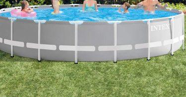 Piscine hors sol tubulaire Intex avec baigneurs